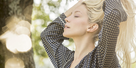 Haarausfall: Welche Haarroutine hilft?