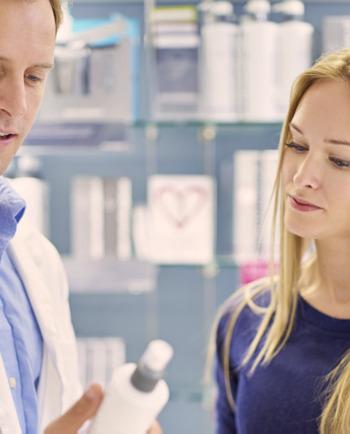 Empfindliche Kopfhaut – 3 Gründe, um in die Apotheke zu gehen