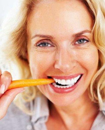 Welche Nährstoffe sind bei der Ernährung in den Wechseljahren besonders wichtig?