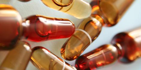 Anti-Aging Wirkstoffkomplex: Hyaluron, Peptide und Vitamin C