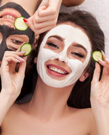 Ab in die Maske: Welche Gesichtsmaske gegen Pickel hilft