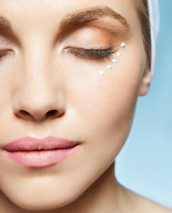 Perfektionieren Sie Ihre Gesichtspflege mit einem Anti-Aging-Serum