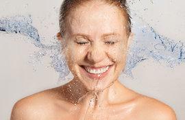 So reinigst du deine unreine Haut