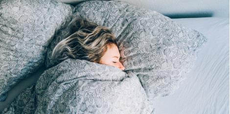 Verschlafen? Schnelle Beauty-Tricks für den Morgen