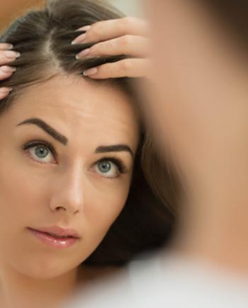 Das hilft bei Schuppen: Ketoconazol & Anti-Schuppen-Shampoo