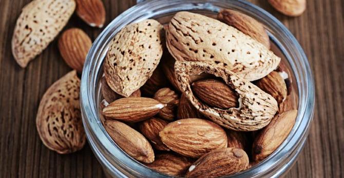 Mandeln: der gesunde Snack für schöne Haut