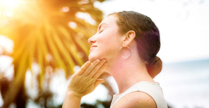 So behandeln Sie einen Sonnenbrand im Gesicht richtig