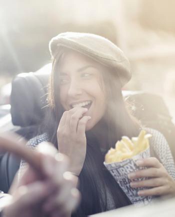 Verursacht Fast Food Pickel und Akne?