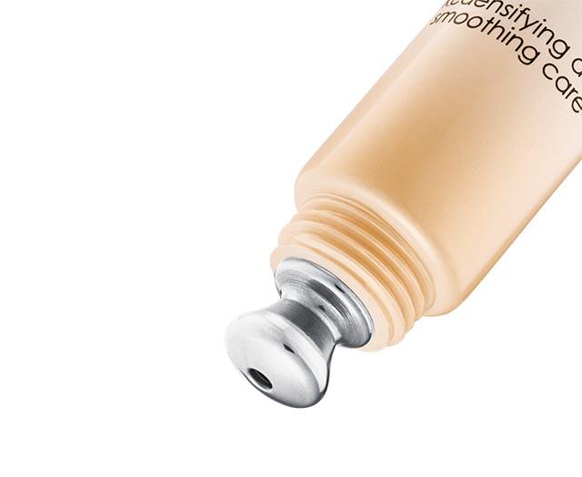 Straffende und entknitternde Pflege für Augen- und Lippenkonturen