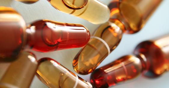 Complexe actif anti-âge: acide hyaluronique, peptides et vitamine C