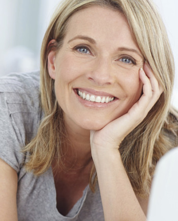 Pourquoi les imperfections marquent davantage la peau adulte?