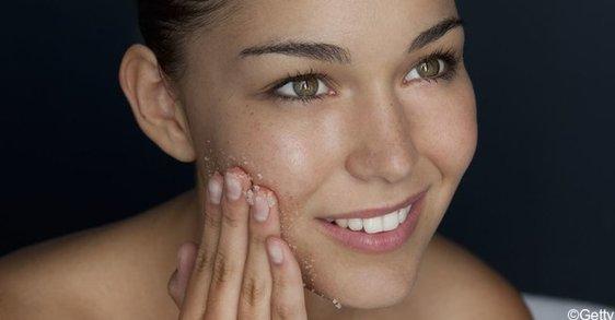 Acné adulte, comment bien nettoyer sa peau
