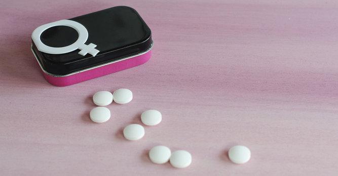 Hormones, contraception et acné adulte, des liaisons dangereuses