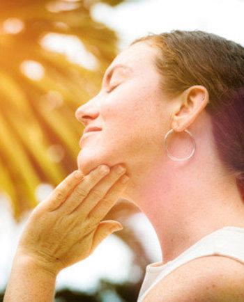 Coup de soleil sur le visage : comment les camoufler, les atténuer et les traiter ?