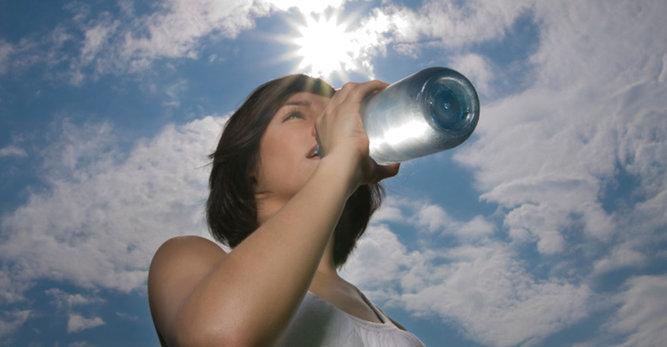 Sérum hydratant: le soin visage anti-soif