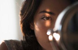 Comment donner de l'éclat au contour des yeux ?