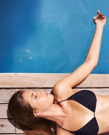 Et si cet été, vous appliquiez votre crème solaire sur peau mouillée ?