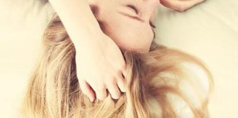 Cuir chevelu irrité : comment en finir avec les démangeaisons ?