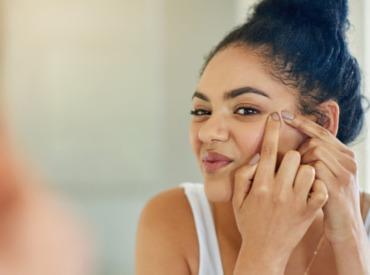 30, 40, 50 ans : d'où viennent les boutons sur le visage ?