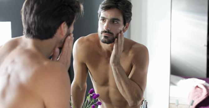 Hommes : 2 minutes pour booster votre peau