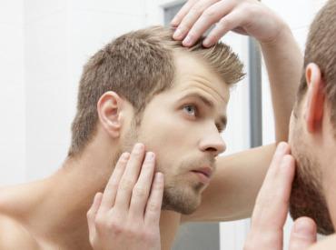 Chute de cheveuxhomme: 4 astuces contre le manque de cheveux