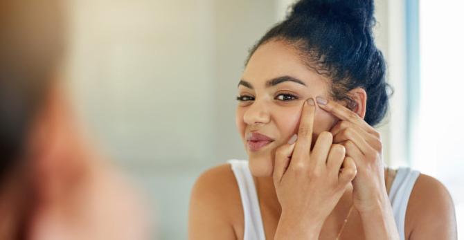 Acide salicylique : l'allié des peaux à problèmes
