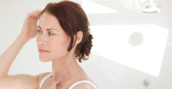 Chute de cheveux à la ménopause : solutions
